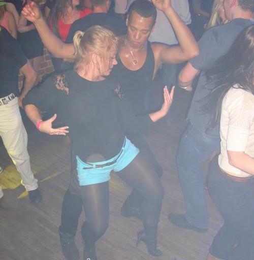Para tańczy Salsę Cubana